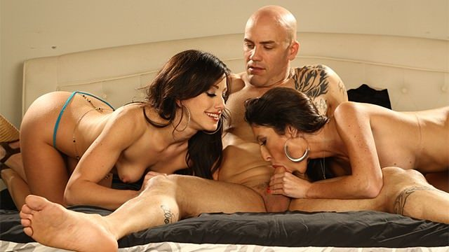 trio-porno-vr