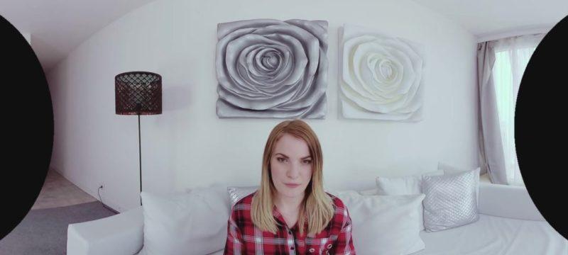 Pequeñas tetas en un casting porno en realidad virtual